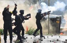 Istana Digeruduk Demonstran Sepekan, Ada Aksi 1310, Brimob Daerah Dikirim ke Jakarta - JPNN.com
