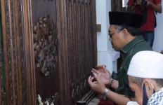 Selain Sosialisasikan Empat Pilar, Gus Jazil Juga Berziarah ke Makam Sulthan Maulana Hasanuddin - JPNN.com