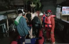 52 Warga Tiga Kecamatan di Jakarta Timur Terpaksa Dievakuasi - JPNN.com