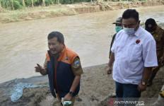 Lima Rumah Warga di Garut Hanyut Terbawa Banjir Bandang - JPNN.com