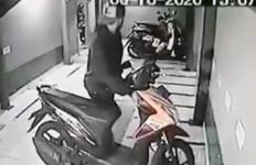 Sepi Pesanan Menjahit, Dua Pemuda Ini Nekat Curi Motor, Satu Pelaku Ditembak di Kaki - JPNN.com
