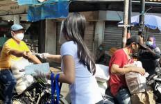 Aksi Peduli AHEB, Membagikan Masker di Lokasi Rawan Penularan COVID-19 - JPNN.com