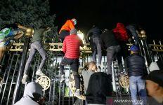 Terus-terusan Didemo, Presiden Kyrgyzstan Akhirnya Mengundurkan Diri - JPNN.com