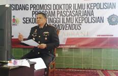 AKBP Dedy Tabrani Raih Gelar Doktor dengan Summa Cum Laude, Disertasinya Dahsyat - JPNN.com