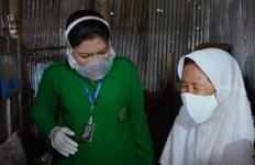 Hetty Andika Perkasa Semringah dapat Hadiah dari Seorang Pemulung - JPNN.com