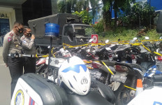 Tak Pandang Bulu, Polantas Menilang Konvoi Moge Berstrobo di Jalan Merdeka Barat - JPNN.com