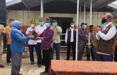 Pengendalian Karhutla Berbasis Tapak, KLHK Menyerahkan Kebun Bibit Desa di Dosan - JPNN.com