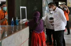 Bahagianya Penjahit dan Tukang Ojek Daring di Surabaya Usai Menerima BST - JPNN.com