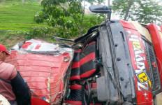 Minibus Terjungkal di Karangsari, Sopir dan Mahasiswi Tewas Mengenaskan - JPNN.com