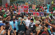 Di Tengah Ribuan Buruh, Ade Yasin: Saya Akan Dukung Perjuangan Kalian - JPNN.com