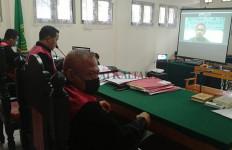 Tiga Kali Divonis dalam Kasus Berbeda, Total Hukuman 40 Tahun Penjara, Rusdi Menangis - JPNN.com