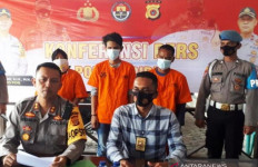 Dijemput Polisi, 1 Muncikari dan 2 Pria Hidung Belang tak Berkutik, Nih Penampakannya - JPNN.com