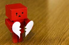 Jangan Nekat! Ini 4 Solusi Mengatasi Rasa Sakit Hati Versi Psikolog - JPNN.com