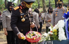 Jadi Irup Upacara Pemakaman Kombes Pol Purn Tumpal Manik, Kapolda Sumut: Beliau Suri Teladan - JPNN.com