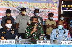 Masuk ke Indonesia Secara Ilegal, 9 WN PNG Diciduk Bea Cukai dan TNI AL - JPNN.com