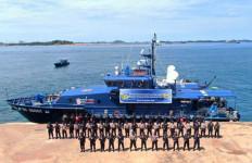 Bea Cukai dan Polairud Patroli Gabungan Demi Menjaga Kedaulatan Perairan RI - JPNN.com