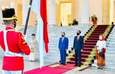 PM Jepang Disambut Presiden Jokowi dengan Protokol Kesehatan Covid-19 - JPNN.com