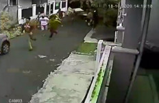 Dor, Dor! Seketika Puluhan Orang Kabur Kocar-kacir, Lihat Nih - JPNN.com
