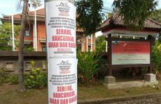 6 Fakta Spanduk Ajak Serang, Jarah, Bakar, Abror Anggap Ada Keanehan - JPNN.com
