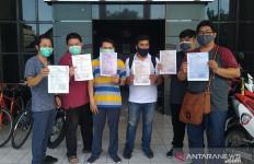 Para Pemuda Kaya Kena Tipu Datang ke Polrestabes Surabaya - JPNN.com