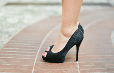 Ladies, Jangan Terlalu Sering Mengenakan High Heels, Ini 3 Bahayanya - JPNN.com