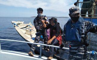 TNI AL Bantu Evakuasi Penumpang KMP Pemana Raya