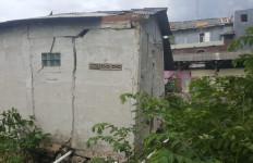 67 Rumah di Bekasi Rusak Dihantam Puting Beliung - JPNN.com
