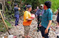 Pemulung Menemukan Sesuatu di Sungai, Geger, Ada TNI dan Polisi - JPNN.com