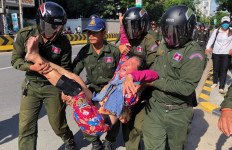 Polisi Langsung Bubarkan Demo di Dekat Kedubes Tiongkok, Beberapa Demonstran Ditangkap - JPNN.com