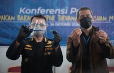 Bea Cukai Gagalkan Impor Pisau Cukur Palsu dari China - JPNN.com