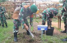 Keren, Danrem 102 Tanam Pohon Untuk Hijaukan Lokasi TMMD - JPNN.com