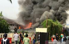 Kebakaran di Lahan Parkir Mal Senayan City, Asap Cukup Tebal - JPNN.com