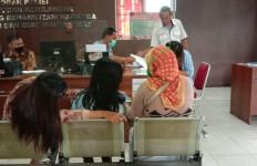 Ditemani Berkaraoke, Pensiunan PNS Ini Pengin Lebih, Ditolak, Terjadilah - JPNN.com