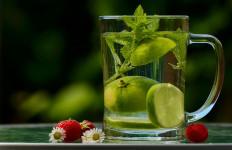 6 Manfaat Minum Air Lemon Campur Kunyit untuk Kesehatan - JPNN.com