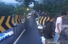 Perhatian, Jalur Selatan Jabar Garut-Tasikmalaya Tak Bisa Dilewati - JPNN.com