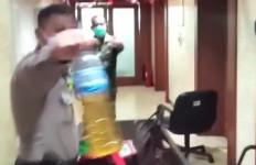 Wanita Diduga Ingin Bakar Gedung Balai Kota DKI, Bensin Sudah Siap - JPNN.com