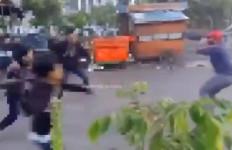 Tawuran 2 Kelompok Pemuda di Jaktim, Pakai Senjata Tajam, Pemenangnya Adalah... - JPNN.com