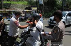Tekan Covid-19, Petugas Gabungan Kota Sukabumi Gelar Patroli - JPNN.com