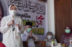Bu Risma: Saya Percayakan Mas Eri Cahyadi Meneruskan Kota Surabaya - JPNN.com