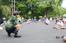 Lihat, Gubernur Ganjar Pranowo Berinteraksi dengan Pasien Covid-19 - JPNN.com