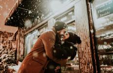 4 Hal Aneh yang Terjadi Pada Tubuh Saat Jatuh Cinta - JPNN.com