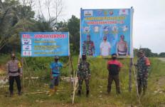 Cegah Covid-19, Ini yang Dilakukan Prajurit TNI-Polri di Kecamatan Paloh - JPNN.com