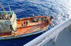 Lagi, Kapal Patroli Bakamla Menangkap 2 Kapal Ikan Vietnam - JPNN.com