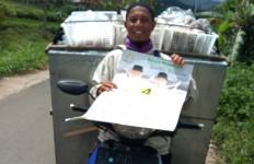 Sukarelawan Mahyeldi Tercengang Saat Ustaz yang Juga Pedagang Roti Itu Datang - JPNN.com