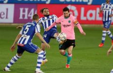 Barcelona Ditahan 10 Pemain Alaves, Messi Seharusnya Dapat Kartu Merah - JPNN.com