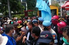 Bawa 5 Tuntutan, Buruh Optimistis Riwayat UU Cipta Kerja Berakhir di MK - JPNN.com