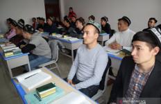 Asosiasi Islam Xinjiang Ungkap Indahnya Kehidupan Beragama di Daerah Muslim Uighur - JPNN.com