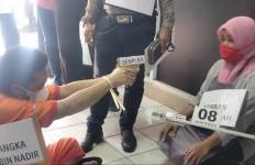 Rekonstruksi Pembunuhan Sadis Siti Fauziah Digelar, Sabil Benar-benar Pembunuh Berdarah Dingin - JPNN.com