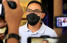 Tegas, Bu Risma Berikan Sanksi untuk Kadispora - JPNN.com
