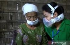 Istri Jenderal Andika Perkasa Santuni Mbah Saodah, Cukup untuk Makan Setahun - JPNN.com